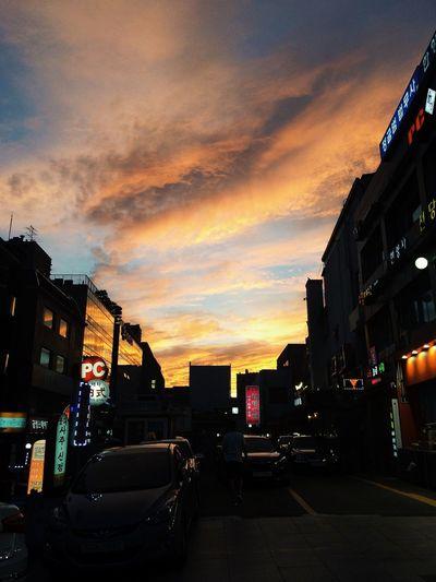 퇴근길 Sunset Silhouettes Landscape Clouds And Sky Taking Photos