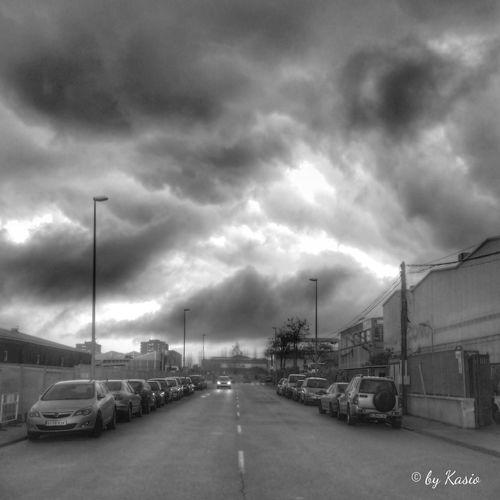 Nos pasamos la vida en la tierra ///preparando la muerte allá en el cielo /// sin saber que nuestro paso por ella /// es el prólogo de lo siempre eterno... Sky_collection Eye4photography  Bw_collection Cloudporn