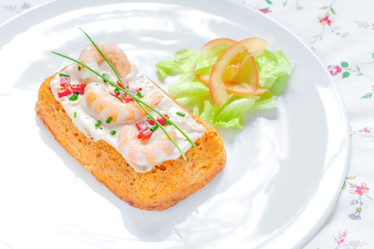 Delicious Fish cake. Hake cake with tomato, shrimps, chive and salad cream. Chive Cuisine Dinner Dish Pudding Seafood Shrimp Spanish Spanish Food Cake Cooked Delicious Fish Fishcake Food Gourmet Hake Healthy Healthy Eating Pate Salmon Tablecloth Tomato Traditional Tuna