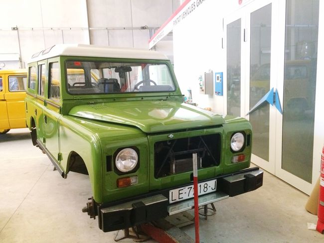 As the restoration nears its end, our beloved Turbodiesel starts to take shape... www.valenciaclassicvehicles.com. Landrover Defender Landrover  Adventuremobile Land Rover Vintage Cars Classic Car 4wd Four Wheeling 4x4 SPAIN
