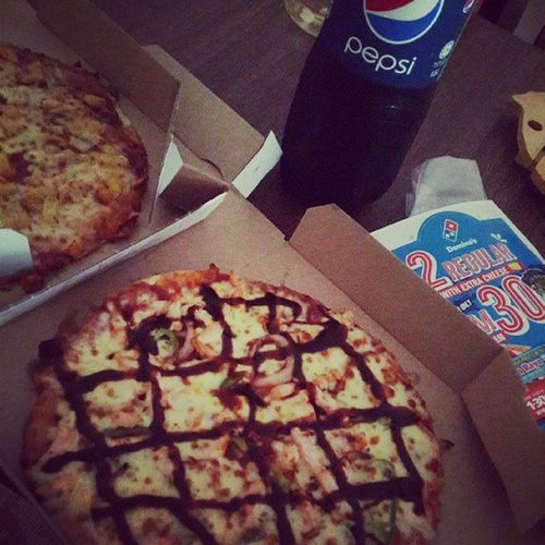 I tried to diet..but i cant..Dominos BBQ_chicken Aloha_chicken Pepsi
