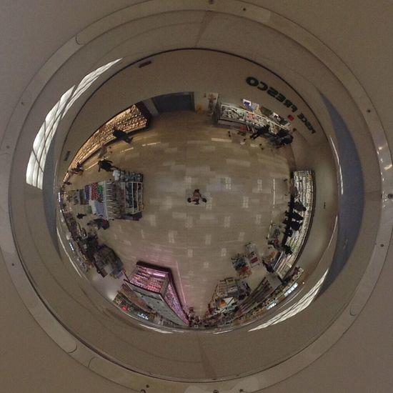 A man shooting selfies in an original way. Selfie ✌ Selfies Mirror Reflection Reflections Look Lookingup Look Up Ceiling Ceiling Design