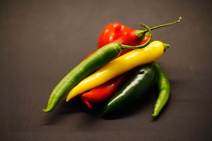 Vegetable Food And Drink Green Chili Pepper Food Spice Healthy Eating Bell Pepper Freshness Pepper Pepper - Vegetable Green Color Raw Food No People High Angle View Close-up Red Bell Pepper Red Indoors  Day Gemüse