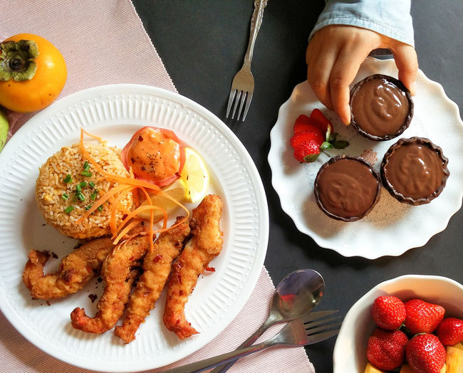Cooked With Love Dessert DeliciousFood  Fresh Sweet Strawberry Chocolate Pie Chocolate Coffee Tempura Prawns Friedreice Delicious Lunch Plate Food Food And Drink Table Indoors  Ready-to-eat Freshness People Close-up