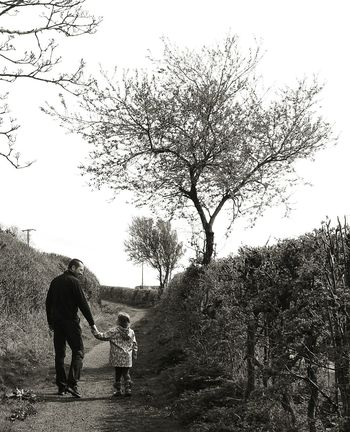 Hello World Enjoying Life Canon EOS 600D DSLR Walikng In The Countryside Daddy's Girl Black And White Canonphotography