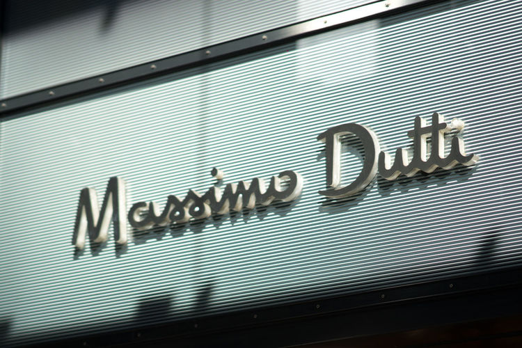 Massimo Dutti boutique. Massimo Dutti is a clothes manufacturing company that is part of the Inditex group Boutique Clothes Store Fashion Shopping Shopping ♡ Clothes Shop Clothes Shopping Clothing Shop Clothing Store Influencer Massimo Dutti Shop Shopaholic Shopping Mall Store
