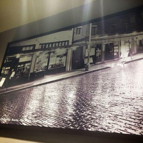 Фотография фотографии первой кофейни Starbucks в Starbucks Cafe Latte Coffee And Cigarettes Coffee Relaxing