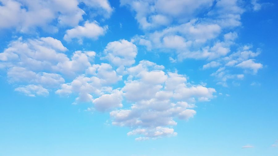 Lovely cloudformation EyeEmNewHere EyeEm Scenics EyeEm Best Shots Beautiful Calmness Calmness Of Nature Minimalism Ambiance Liveauthentic Silence Is Golden Mothernature Flying Beauty Blue Summer Backgrounds Sun Wind Bright Cloudscape Sky Sky Only Fluffy Fly Heaven Meteorology Layered Infinity Softness