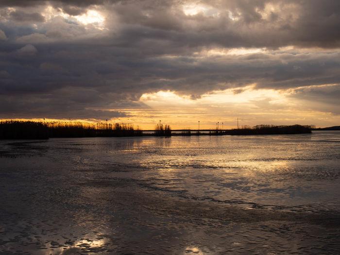 Cloud - Sky Sky Water Sunset Scenics - Nature Tranquility Tranquil Scene Beauty In Nature Nature No People Sea Reflection Non-urban Scene Outdoors Dusk Idyllic Overcast