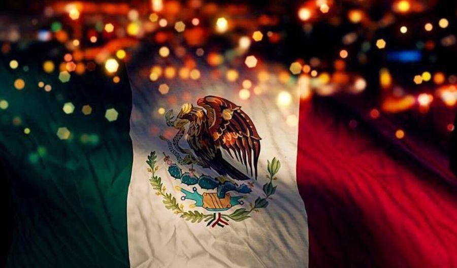 Hoy ya a 206 años de nuestra independencia Viva Mexico Independence Day Orgullo Mexico 😊👌🏽👍🏼🇲🇽✌🏼️🍻🎤🎊 y también cumpleaños 50 de mi padre 👱🏼
