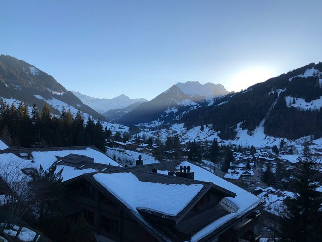 Almost sunset... Glowing Sun Glow Glow I❤️Gstaad Bolonie Style Bolonie Art Bolonie Snow Mountain Winter Cold Temperature Mountain Range House Nature Architecture Beauty In Nature No People Building Exterior Scenics Clear Sky Outdoors Landscape Day Sky Roof Built Structure Tree EyeEmNewHere Shades Of Winter