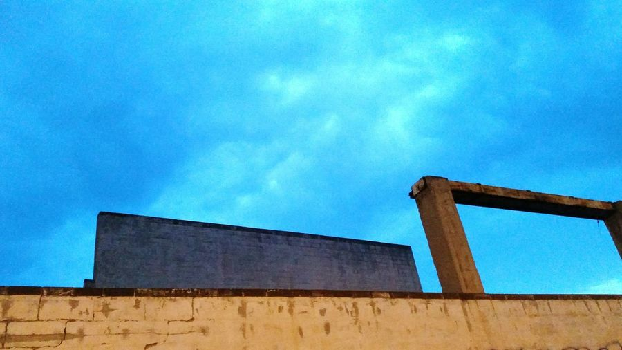 Minimalism Nightphotography Blue Sky Clouds And Sky Colors Blue Not Located Antique Original Photography Wall - Building Feature Nobody Old Arquitecture Fine Art Fine Art Photography Empty Arquitexturas Arquitecturestyle Arquitectura Hacia El Cielo Arquitecture And Art ArtWork Arquitechture Artistic Photo Art Window minimalism abstract