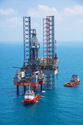 Cloud - Sky Crude Oil Day Drilling Rig Fossil Fuel Fuel And Power Generation Gasoline Horizon Over Water Industry Nature No People Offshore Platform Oil Oil Industry Oil Well Outdoors Sea Sky Transportation Water