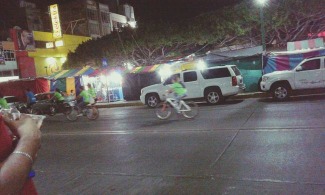 Paseo nocturno en bicicleta Night People Outdoors City Street