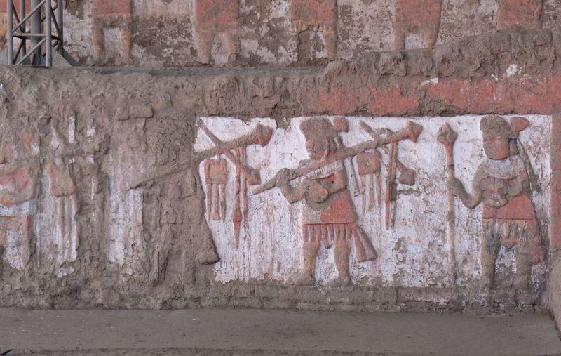 Ruinas de la Huaca de La Luna en el Valle Santa Catalina de Moche (Campiña de Moche) que fue construida por los antiguos pueblos de la Cultura Mochica. Arqueology Coast Cultura Mochica Culture Dibujos Draw Huaca De La Luna Huacas Moche Mochica Paint Peru Peruvian Pictography Pinturas Ruinas Trujillo Warriors Guerreros Soldados
