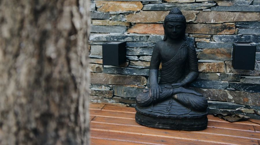 Relaxing Textures And Surfaces Wall Of Rocks Brown Tones Buddhist Temple Buddha Buddhism Omg Rocks Buddha Statue Relaxing Statue Wood Wall Garden Texture Soul Peace And Quiet Trees