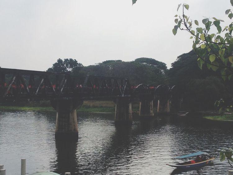 หลังสะพาน