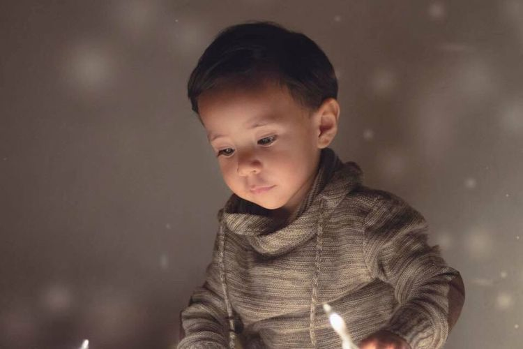 Cute Childhood One Person Innocence Children Only Child Portrait One Boy Only Night Baby Real People Babyboy Child Photography Photography Canon Lifestyles 50mm Lights MerryChristmas