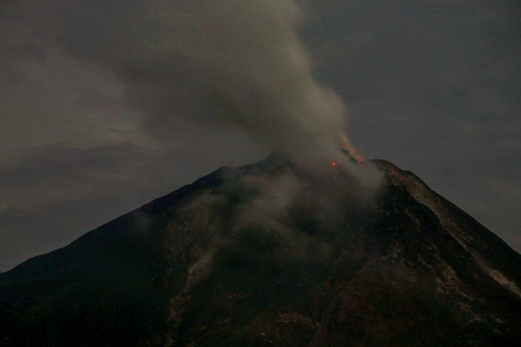 Mount Sinabung spews hot ash in Karo district, North Sumatera, Indonesia. Volcano Lava Erupting Power In Nature Volcanic Landscape Nature Mountain Mount Sinabung North Sumatera
