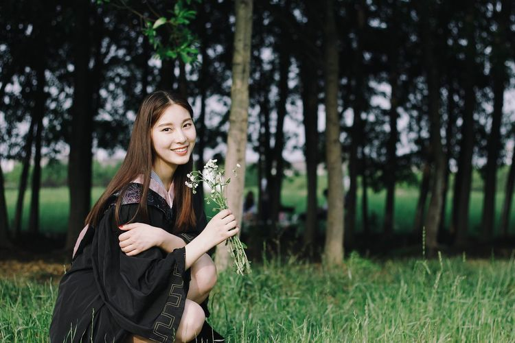 Tree Young Adult Nature Portrait Forest Beauty Beautiful People One Young Woman Only Beauty In Nature Outdoors Young Women One Person Tree Trunk Happiness Beautiful Woman People Women Adult Smiling One Woman Only Graduate