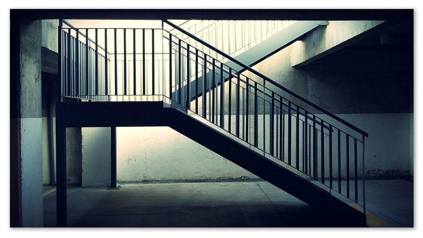 Estructura simple Escaleras Subterranean Paseo Month Coronel, CHile. Filtros Pixlr