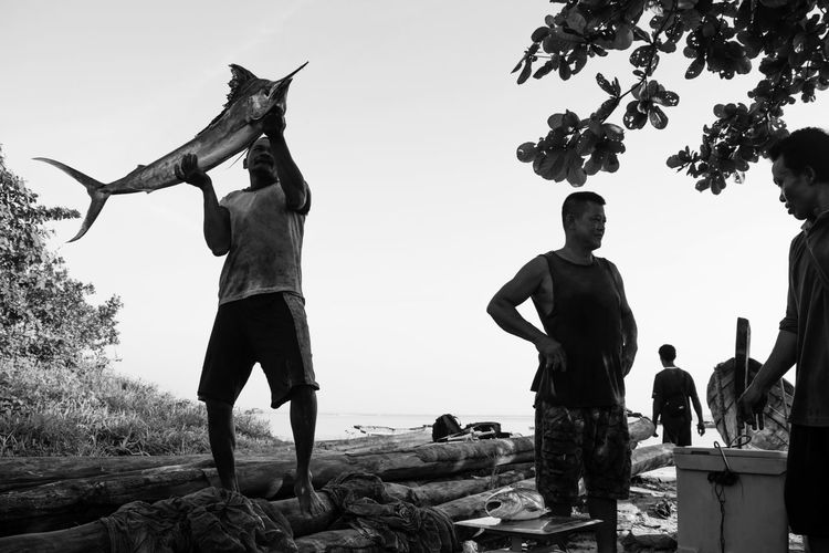 Fishermen Fisherman Fishing Net Fishermen's Life Fish Beach Happiness Standing Smiling Blackandwhite Monochrome Nautical Happy Outdoors Full Length Day Fishes Seascape Fishing Documentary People Adult Summer Black And White Friday Traditional