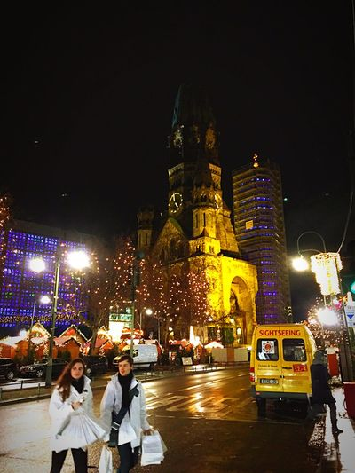 Berlin Weihnachtsmarkt Gedächtniskirche Streetphotography Xmas People Light Night Lights