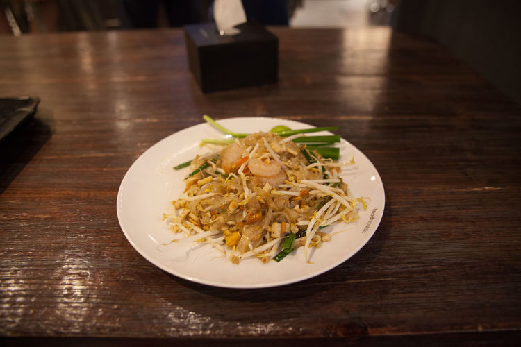 Shrimps with mung bean sprouts