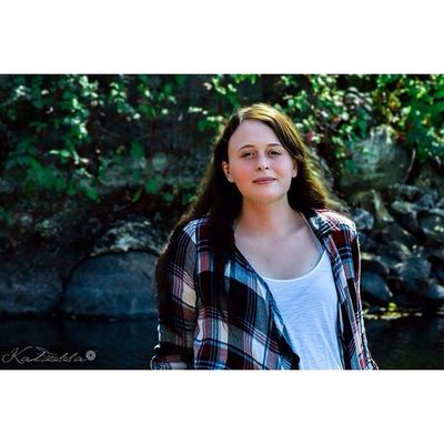 First senior session of the year with my Beautiful cousin @katessaproductions_ Katessaproductions Katessa Senior seniorphotography seniorphotographer outdoor outdoorportrait nature river @posepatch posepatch