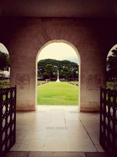 Kanchanaburi War Cemetery Doreko_jinamoto