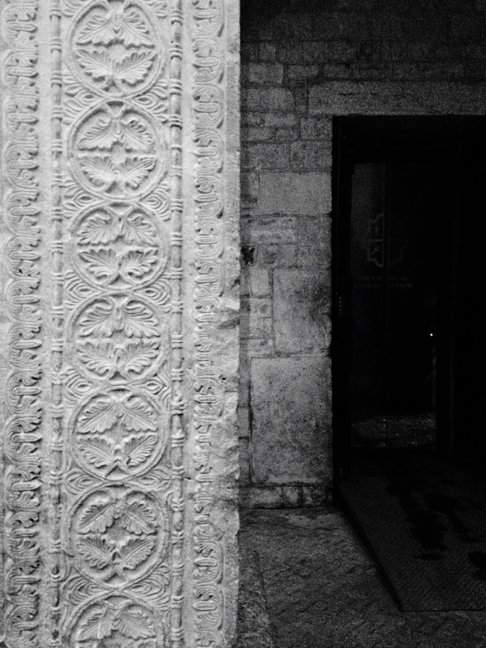 architecture, built structure, history, door, building exterior, no people, ancient, day, outdoors, close-up