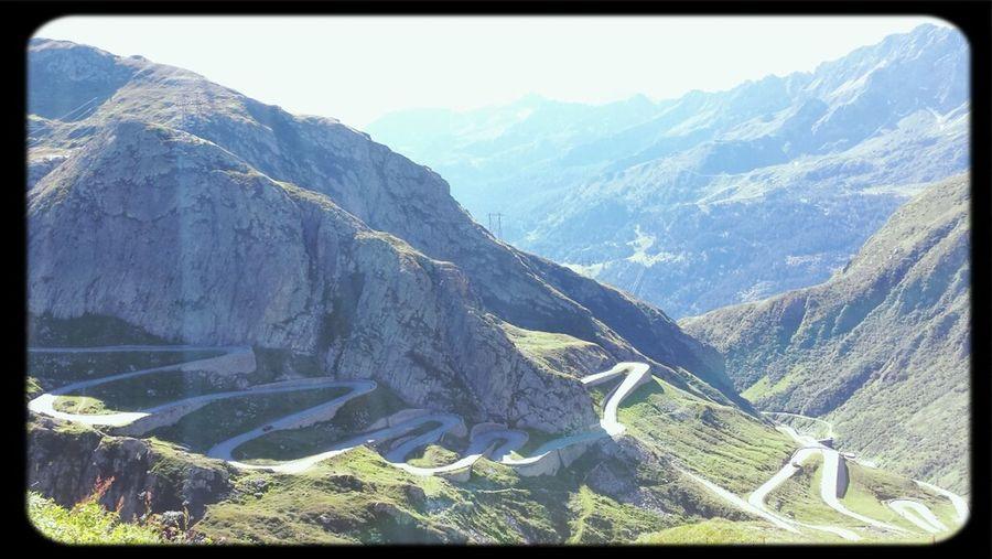 Le Col du Saint-Gothard. Merveilleux. Vivement pouvoir le faire à moto !