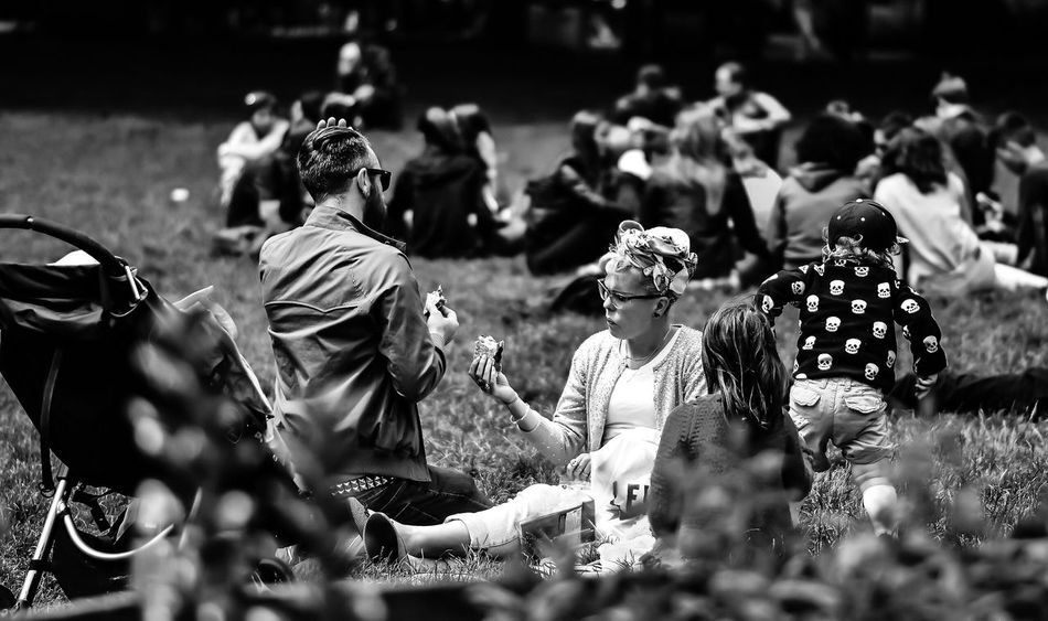 Family time.... Togetherness Family Family Life Street Streetphotography Blackandwhite Primeshots Primelens 85mm Black And White Photography The Street Photographer - 2017 EyeEm Awards
