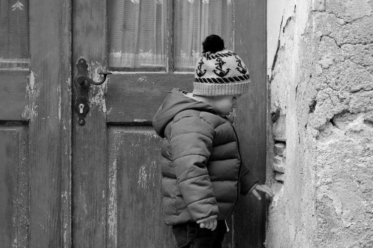 EyeEm Best Shots Outdoors One Person Streetphotography Blackandwhite Black And White People Streetphoto_bw Babyboy People Watching Life