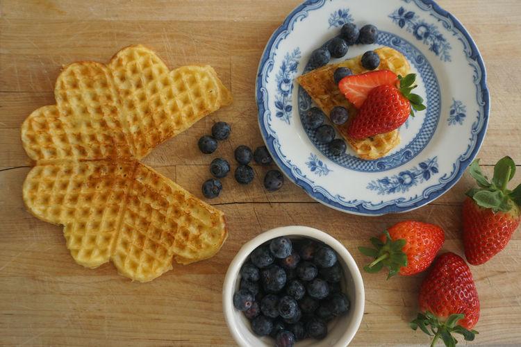 Norwegian waffle with fresh berries Blueberry Blueberries Waffle Waffel Vaffel Norwegian Waffle Directly Above High Angle View Top View Food Food And Drink Foodphotography Sweet Food Dessert Cake Indulgence Sweet Pie Tart - Dessert Fruit Dessert Plate Blueberry Table Raspberry Directly Above Homemade Berry Fruit Strawberry Berry Fruit Salad