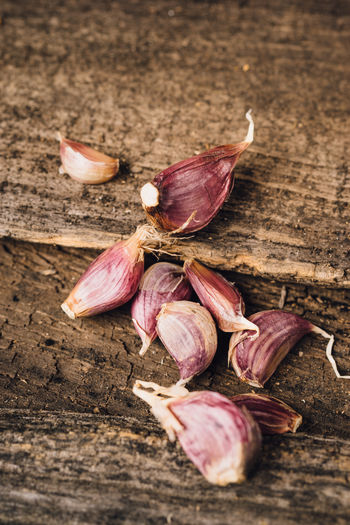 Close-up Food Food And Drink Freshness Garlic Garlic Clove Healthy Eating Raw Food Spice Still Life Table Vegetable Wood - Material
