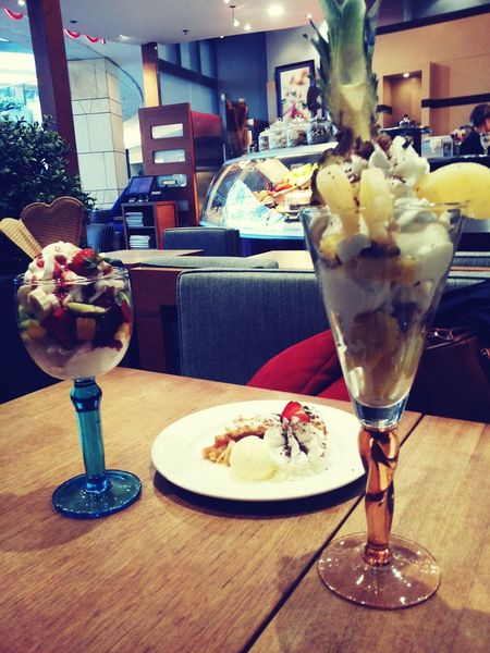 Icecream Desert Foodporn Lody Ice Cream With Friends Afterexam Pineapple Strawberry Złote Tarasy