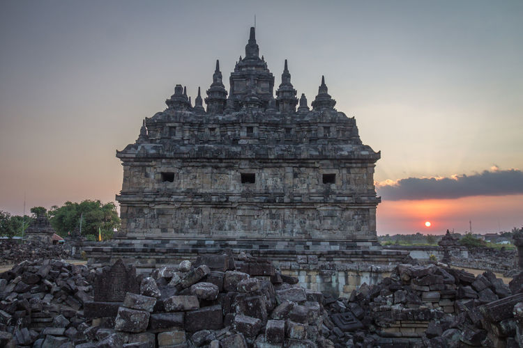Nice sunset in Plaosan Temple Indonesia Plaosan Plaosan Temple Plaosantemple INDONESIA Java Javanese Architecture Built Structure Sky Building Exterior Place Of Worship History Sunset Travel Destinations Building The Past Religion Tourism Nature Travel Ancient Belief No People Spirituality Ancient Civilization Outdoors Archaeology Spire