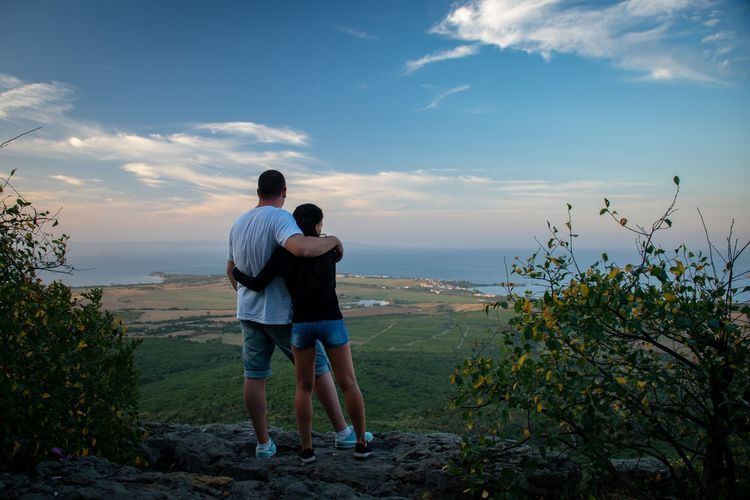 We ❤️ Copper Ridge Panorama Panorama View Outlook Clouds Full Length Couple Hugging Leisure Shore Falling In Love Romantic Activity Girlfriend Young Couple Horizon Over Water Dating Romance Boyfriend Coast EyeEmNewHere A New Beginning Human Connection