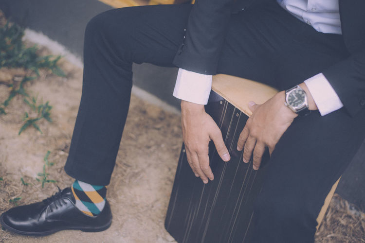 Close-up Day Human Hand Lifestyles Low Section Men One Person Real People Wristwatch Young Adult