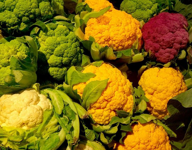 Vegetal Coliflor Repollo Retail  Vegetable Freshness Market Variation Yellow For Sale Green Color Full Frame Cauliflower No People Healthy Eating Food Choice Multi Colored Day Price Tag Outdoors Flower Close-up