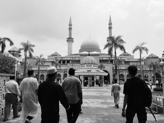 Jumat : Friday pray Faith Muslim Islam Islamic Architecture Malaysia Friday Prayer Men Politics And Government City Crowd Arts Culture And Entertainment Sky Architecture Dome Islam Mausoleum Visiting Place Of Worship Mosque Religion Historic