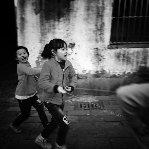 Child Childhood Children Only Friendship Playing Girls EyeEm Gallery Still Life EyeEm Taiwan Taking Photos My Black & White Photography Street Photography Street Photo Blackandwhite Bnw Enjoy The New Normal Happy Eye4photography  Togetherness Press For Progress