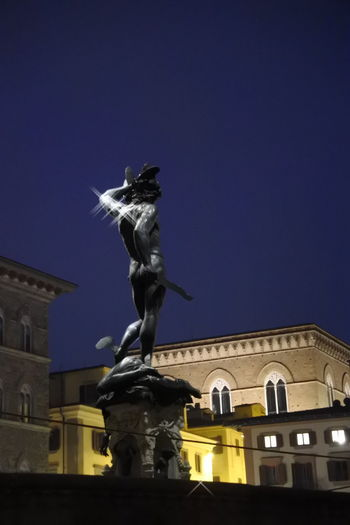 Shining Perseo Greek Mythology Perseus Florence Italy By Night Architecture And Art Firenze Nikon Photography Shine Walking Around Vacations Perspective Looking Up Astrology Sign City Representing Clock Face Sculpture Royal Person Statue Mythology Bronze - Alloy Renaissance Fine Art Statue Sculpted Monument Human Representation Capture Tomorrow