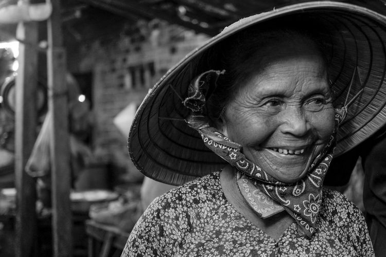 Taking Photos Hello World Cheese! Vietnam Fishermen Market Market Vendor HoiAnancienttown Hoi An Viet Hello World Hoian  Hoian, Vietnam Travel Taking Photos Bokeh Portrait Of A Woman Portrait Street Streetphoto_bw Street Photography