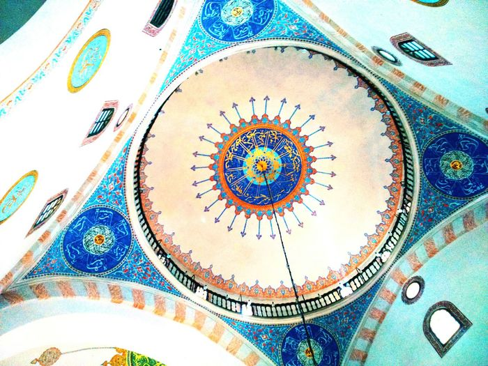 At Sarajevo.. I'm really one of those that love to meet different religions, cultures and people. Begova Džamija Sarajevo Bosnia Mosque Beautiful Colours Arhitechture Arabesque