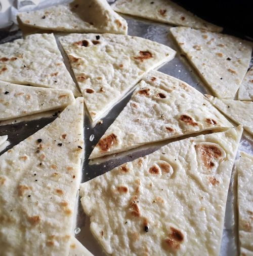 Tasty baked Tortilla chips... Homemade Tortillas Food Foodporn Foodblogday Food Blogger Food Photography Snack Time!