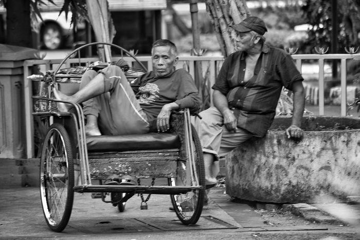 Waiting passanger Streetphotography Indonesia_photography INDONESIA Surabaya City Outdoors Mode Of Transport City Life Mature Adult Nikon Streetphoto_bw Streetart
