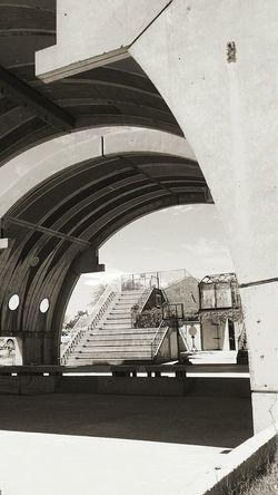 Bballcourt Arcosanti Architecture_bw