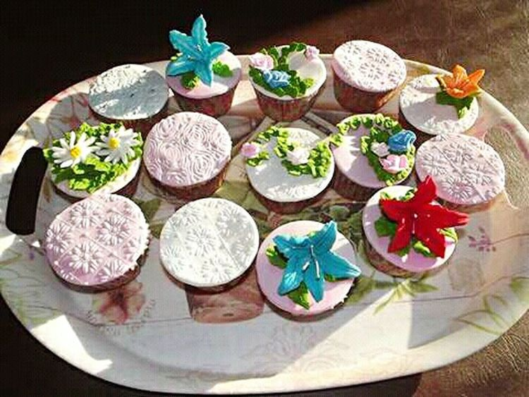 Dulces Dulce Flower Flor Cupckakes Cupcakes ! Cupcakelovers Cupcake Time Cupcake Colors Cupcake ♥ Cupcakes♡ Cupcakes! Cupcake Cupcakes Cakes Desayuno Creativo Flowers Breakfast Time Bandeja The Mix Up Food